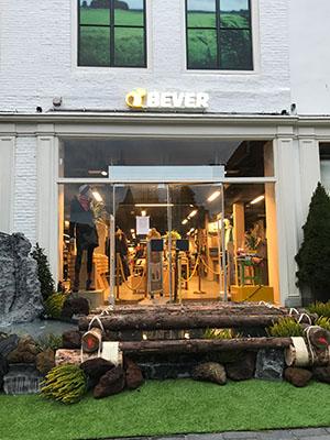 Entree nieuwe shop Bever